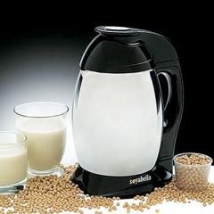 soy_milk_vs_almond-_milk_1